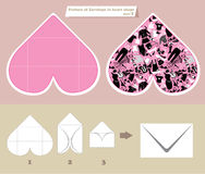 La plantilla y el esquema del sobre en corazón forman Foto de archivo libre de regalías