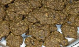 La plaque des biscuits frais se ferment vers le haut de 21 Image libre de droits