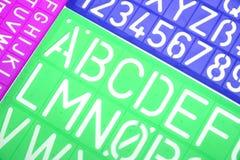 La plastica inglese delle lettere riproduce a ciclostile l'alfabeto Fotografia Stock Libera da Diritti