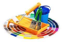 La plastica può con vernice, rullo, spazzole fotografia stock libera da diritti