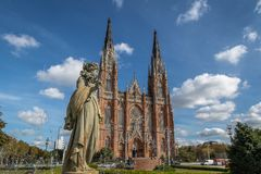 La Plata Kathedrale und Piazza Moreno Fountain - La Plata, Buenos Aires Provinz, Argentinien stockbilder