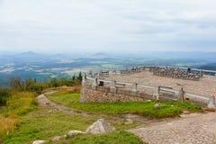 La plataforma de observación en la montaña bromeó Foto de archivo