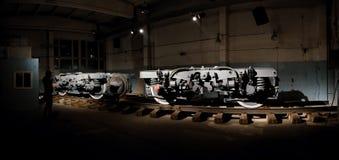 La plataforma ferroviaria, un objeto expuesto del cuarto bienni industrial Imagen de archivo
