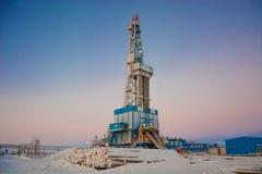 La plate-forme de forage à forer pour le pétrole et le gaz Photographie stock libre de droits