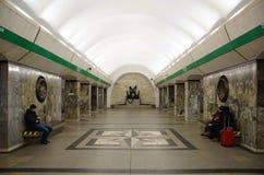 La plate-forme de la station de métro de Primorskaya image libre de droits