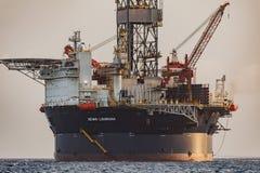 """La plate-forme pétrolière """"Sevan Louisiane """"outre de la côte du Curaçao dans les Caraïbe photos stock"""