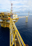 La plate-forme pétrolière. Image stock
