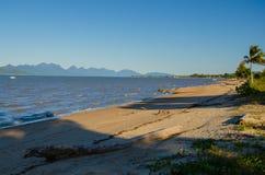 La playa de Cardwell Foto de archivo
