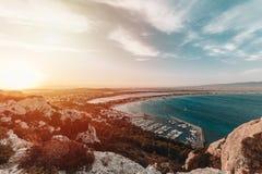 La playa de la ciudad de la silla de montar del diablo en la capita Foto de archivo libre de regalías