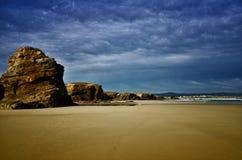 La playa de las catedrales es una de las playas más hermosas de España, localizado en Galicia en el norte de España imagenes de archivo