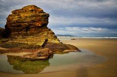 La playa de las catedrales es una de las playas m?s hermosas de Espa?a, localizado en Galicia en el norte de Espa?a fotos de archivo libres de regalías