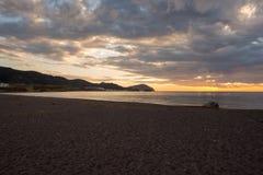 La playa de las esculturas en el amanecer en Almería Imágenes de archivo libres de regalías