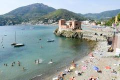 La playa de Levanto en Liguria, Italia Imagen de archivo libre de regalías