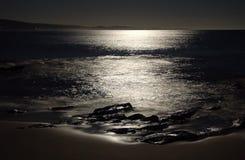 La playa de Lorne se encendió por la luna - Lorne Fotografía de archivo