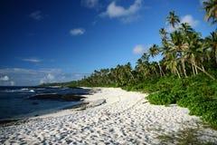 La playa del alabastro en la isla de South Pacific Fotografía de archivo libre de regalías