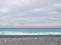 La playa del arena y grava imagenes de archivo