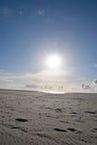 La playa del sol del arena de mar para se relaja en día de fiesta en Holanda Foto de archivo
