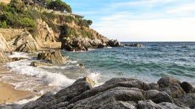 La playa en Costa Brava Imágenes de archivo libres de regalías
