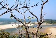 La playa en la costa del océano Fotos de archivo
