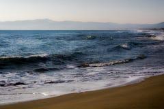 La playa en la costa mediterránea Fotos de archivo