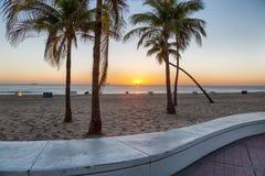 La playa en el Fort Lauderdale en la Florida en un día hermoso del sumer Fotografía de archivo libre de regalías