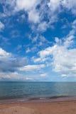 La playa en el lago Issyk-Kul en Kirguistán Fotografía de archivo libre de regalías