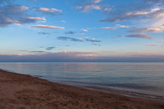 La playa en el lago Issyk-Kul en Kirguistán Imágenes de archivo libres de regalías