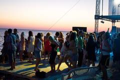 La playa enfría hacia fuera zona en el festival de Positivus Imagen de archivo
