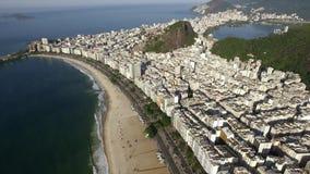 La playa famosa de Copacabana en Rio de Janeiro El Brasil Suramérica metrajes