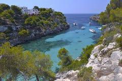 La playa hermosa de Cala pi en Mallorca, España Foto de archivo libre de regalías