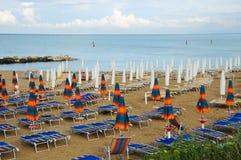 La playa hermosa situada a lo largo de la costa de Conero en el marcha Imagen de archivo