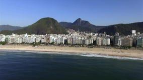 La playa más famosa del mundo Ciudad maravillosa Paraíso del mundo Playa de Copacabana en el distrito de Copacabana, Rio de Janei almacen de metraje de vídeo