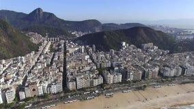 La playa más famosa del mundo Ciudad maravillosa Paraíso del mundo Playa de Copacabana en el distrito de Copacabana, Rio de Janei almacen de video