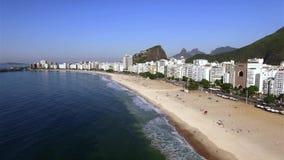 La playa más famosa del mundo Playa de Copacabana Ciudad de Rio de Janeiro brazil almacen de video