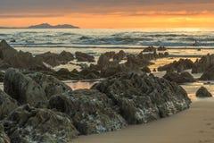 La playa maravillosa y peculiar de Barrika Imagenes de archivo