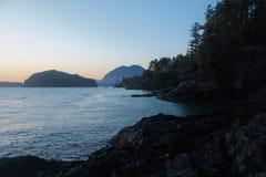 La playa oscila el Pacífico foto de archivo libre de regalías