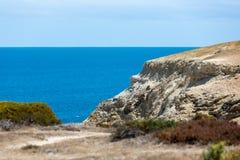 La playa portuaria icónica de Willunga y los acantilados circundantes en un día soleado claro en sur de Australia el 14 de febrer imagenes de archivo