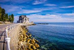 La playa rumana y sus edificios Imagen de archivo