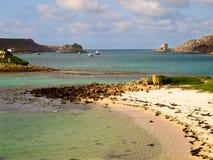 La playa y Cromwell's de Cornualles Inglaterra se escudan las islas de Tresco de Scilly Fotografía de archivo