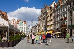 La plaza del mercado en la ciudad vieja de Wroclaw en Polonia Imagen de archivo libre de regalías