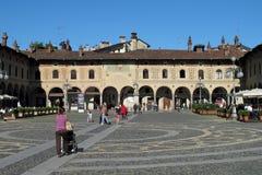La plaza Ducale en Vigevano, Italia foto de archivo