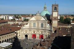 La plaza Ducale y catedral de Vigevano en Vigevano, Italia imagen de archivo