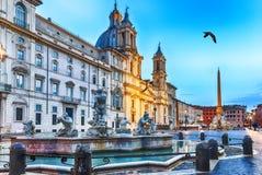 La plaza Navona en Roma, amarra la opinión de la fuente imagenes de archivo