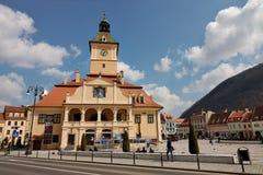 La plaza principal de la ciudad medieval de Brasov, Rumania Imagen de archivo