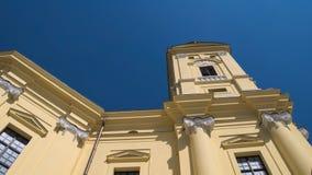 La plaza principal y la iglesia principal de Debrecen Imagenes de archivo