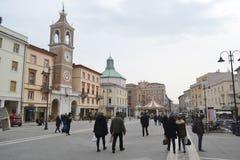 La plaza Tre Martiri en el centro de Rímini Foto de archivo