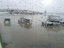 La pluie laisse tomber la fenêtre Images stock