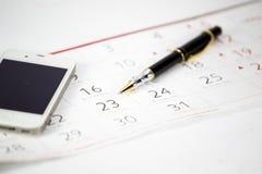 La pluma puesta en calendario Foto de archivo libre de regalías