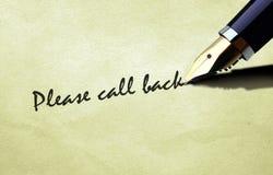 La pluma que escribe por favor llama detrás Imagen de archivo libre de regalías