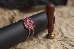 La pluma y el sello públicos del ` s del notario en el testamento y el último lo van a hacer fotografía de archivo libre de regalías